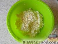 Фото приготовления рецепта: Соленые сырники с кабачком и укропом - шаг №2