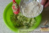 Фото приготовления рецепта: Соленые сырники с кабачком и укропом - шаг №7