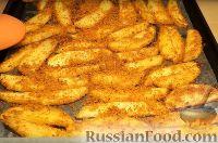 Фото приготовления рецепта: Картофель с корочкой, запечённый в духовке (в сухарях) - шаг №5