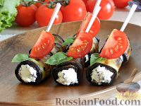 Фото к рецепту: Рулетики из баклажанов с брынзой