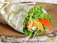 Фото к рецепту: Салат с курицей в лаваше