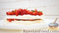 """Фото к рецепту: Торт-безе """"Павлова"""" с клубникой и взбитыми сливками"""