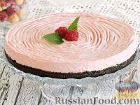 Фото к рецепту: Сливочно-малиновый торт без выпечки