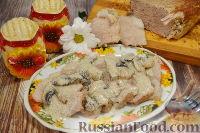 Фото к рецепту: Свиной окорок в сливочно-грибном соусе