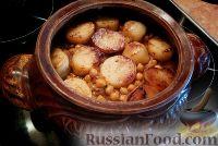 Фото к рецепту: Жаркое по-узбекски с нутом и курагой (в горшочке)