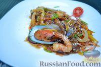 Фото к рецепту: Салат из морепродуктов и стеклянной лапши