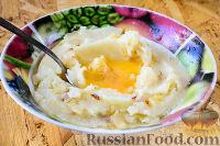Фото приготовления рецепта: Картофельные котлеты в духовке - шаг №7