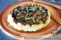 Фото к рецепту: Пирог-перевертыш с луком и грибами