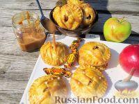 Фото к рецепту: Пирожки с яблоками и карамелью