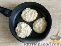 Фото приготовления рецепта: Оладьи из груш и бананов - шаг №7