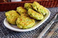 Фото к рецепту: Котлеты из кабачков и риса