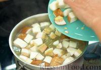 Фото приготовления рецепта: Ароматный суп из белых грибов - шаг №7