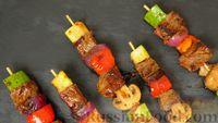 Фото к рецепту: Мясо с овощами на шпажках, с острой чесночной глазурью