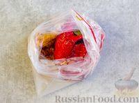 Фото приготовления рецепта: Рулетики из болгарского перца с сырной начинкой - шаг №4