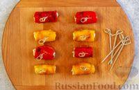 Фото приготовления рецепта: Рулетики из болгарского перца с сырной начинкой - шаг №11