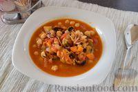 Фото к рецепту: Томатный суп с нутом и морепродуктами