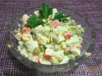 Фото к рецепту: Салат из крабовых палочек, яиц и зеленого горошка