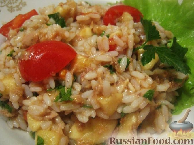 Рецепт Салат из тунца с рисом, помидорами и бананами