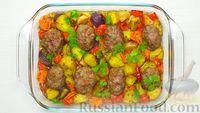 Фото к рецепту: Мясные котлеты, запечённые в духовке с овощами