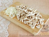 Фото приготовления рецепта: Тефтели, запечённые под грибным соусом - шаг №2