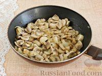Фото приготовления рецепта: Тефтели, запечённые под грибным соусом - шаг №3