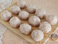 Фото приготовления рецепта: Тефтели, запечённые под грибным соусом - шаг №7