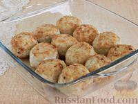 Фото приготовления рецепта: Тефтели, запечённые под грибным соусом - шаг №8
