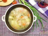 Фото к рецепту: Рыбный суп с солеными огурцами