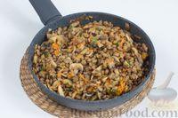 Фото приготовления рецепта: Чечевица с шампиньонами - шаг №10