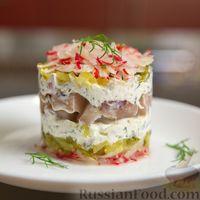 Фото к рецепту: Слоёный салат с сельдью и сметаной