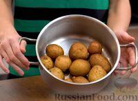 Фото приготовления рецепта: Хрустящая раздавленная картошка в духовке - шаг №1