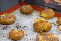 Фото приготовления рецепта: Хрустящая раздавленная картошка в духовке - шаг №4