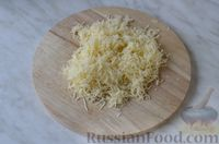 Фото приготовления рецепта: Горячие бутерброды с шампиньонами и сыром - шаг №5