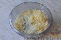 Фото приготовления рецепта: Горячие бутерброды с шампиньонами и сыром - шаг №6