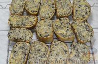 Фото приготовления рецепта: Горячие бутерброды с шампиньонами и сыром - шаг №9