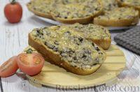 Фото приготовления рецепта: Горячие бутерброды с шампиньонами и сыром - шаг №10