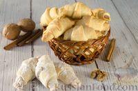 Фото к рецепту: Рогалики с грецкими орехами и корицей