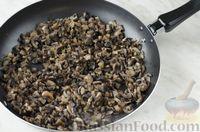 """Фото приготовления рецепта: Салат """"Шляпка"""" с курицей, грибами и сыром - шаг №7"""