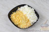 """Фото приготовления рецепта: Салат """"Шляпка"""" с курицей, грибами и сыром - шаг №9"""