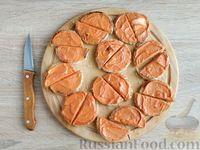 Фото приготовления рецепта: Канапе с сельдью и томатным маслом - шаг №7