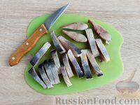 Фото приготовления рецепта: Канапе с сельдью и томатным маслом - шаг №8