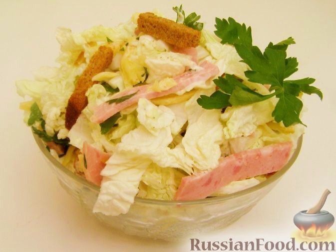 рецепт салата из колбасы капусты и сухариков