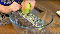 """Фото приготовления рецепта: Насыпной яблочный пирог """"Три стакана"""" - шаг №4"""