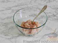 Фото приготовления рецепта: Куриные блины с грибным соусом - шаг №2