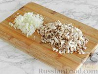 Фото приготовления рецепта: Куриные блины с грибным соусом - шаг №10