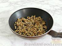 Фото приготовления рецепта: Куриные блины с грибным соусом - шаг №12