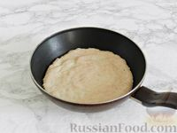 Фото приготовления рецепта: Куриные блины с грибным соусом - шаг №7