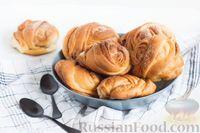 Фото к рецепту: Шведские булочки с корицей и кардамоном
