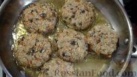 Фото приготовления рецепта: Постные котлеты из овсяных хлопьев с грибами - шаг №11
