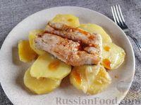 Фото к рецепту: Хек с картошкой (в духовке)